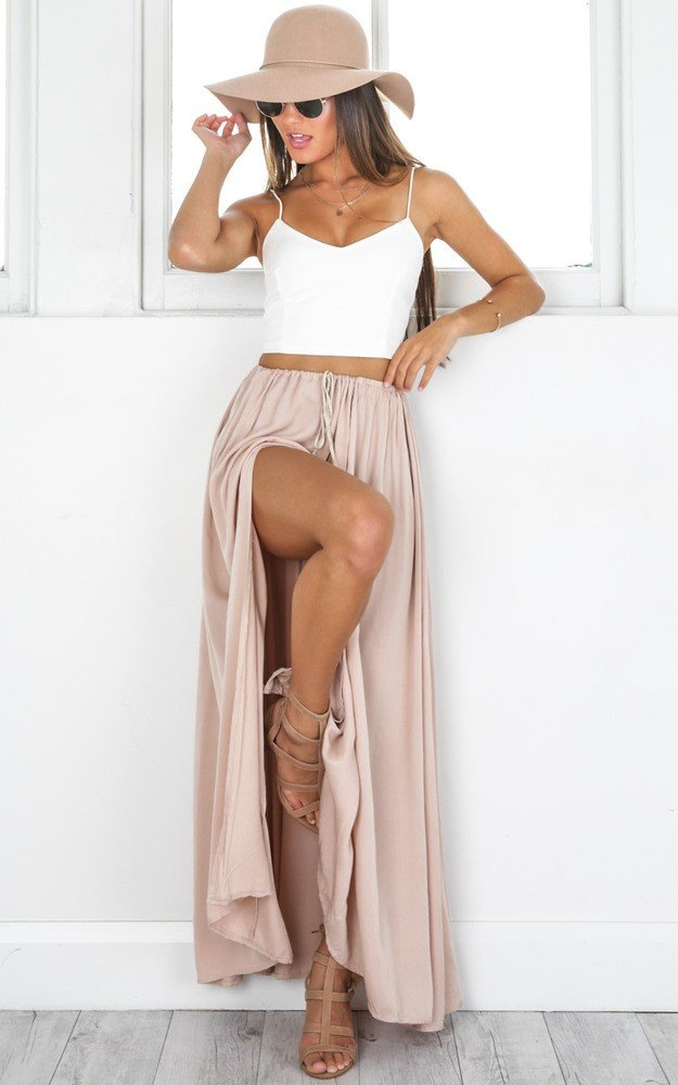 white-crop-top-hat-hairr-necklace-sun-tan-shoe-sandalh-slit-pink-light-maxi-skirt-spring-summer-lunch.jpg