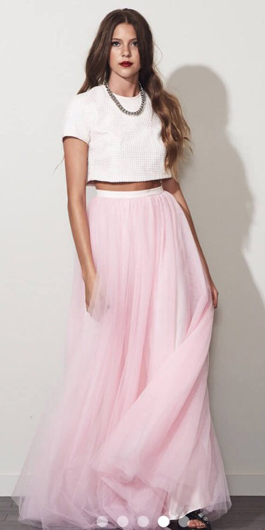 white-crop-top-chain-necklace-hairr-pink-light-maxi-skirt-spring-summer-dinner.jpg