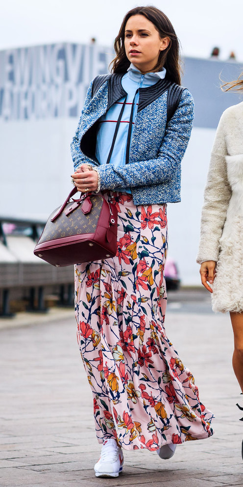 how-to-style-pink-light-maxi-skirt-print-blue-light-jacket-lady-blue-light-sweater-sweatshirt-hairr-layer-burgundy-bag-white-shoe-sneakers-fall-winter-fashion-weekend.jpg
