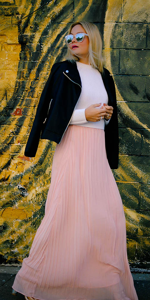 pink-light-maxi-skirt-sun-lob-black-jacket-moto-fall-winter-blonde-lunch.jpg
