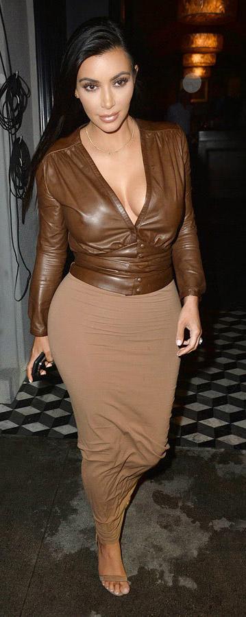tan-maxi-skirt-brown-top-leather-tan-shoe-sandalh-kimkardashian-brun-fall-winter-dinner.jpg