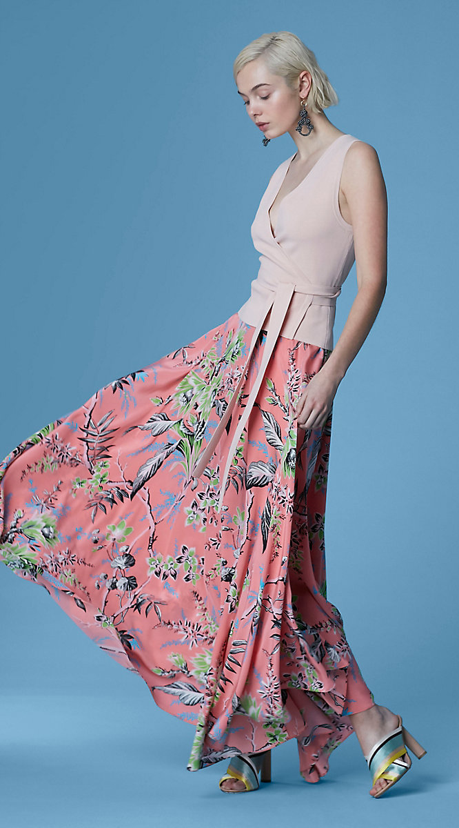 pink-light-top-peach-maxi-skirt-floral-print-blonde-bob-earrings-yellow-shoe-sandalh-spring-summer-dinner.jpg