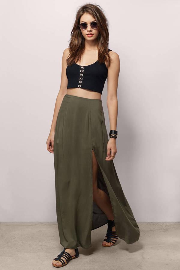 black-crop-top-sun-hairr-black-shoe-sandals-slit-green-olive-maxi-skirt-spring-summer-weekend.jpg