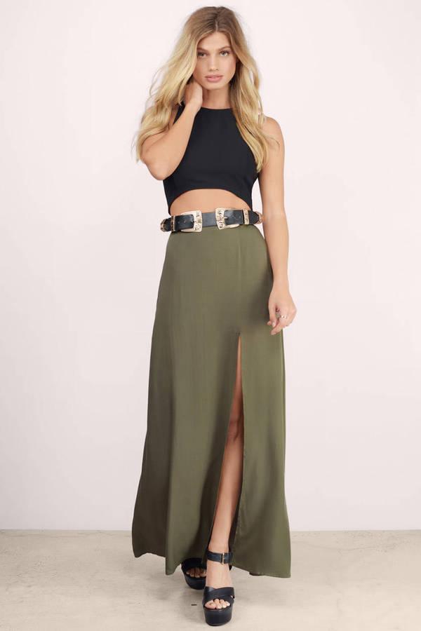 black-crop-top-blonde-belt-black-shoe-sandalw-slit-green-olive-maxi-skirt-spring-summer-lunch.jpg