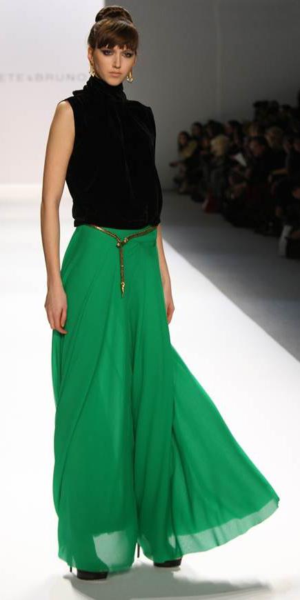 black-top-turtleneck-bun-hairr-belt-runway-green-emerald-maxi-skirt-fall-winter-dinner.jpg