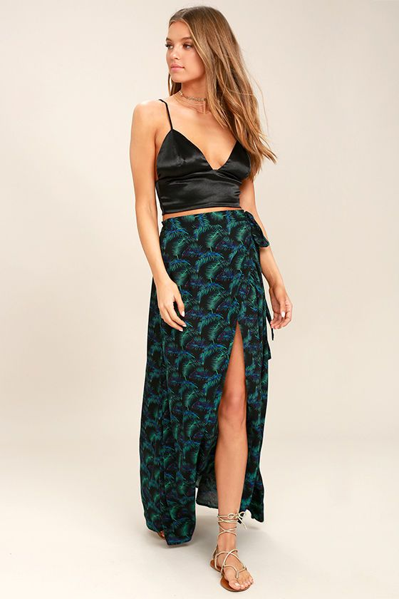 green-dark-maxi-skirt-slit-print-black-crop-top-hairr-tan-shoe-sandals-spring-summer-weekend.jpg