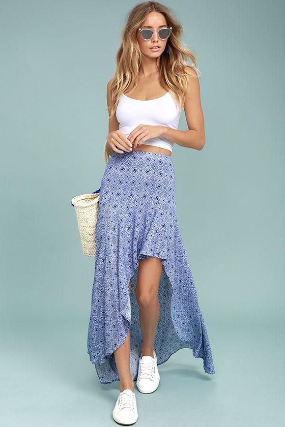 blue-med-maxi-skirt-white-top-tank-white-shoe-sneakers-tan-bag-tote-straw-sun-blonde-spring-summer-weekend.jpg
