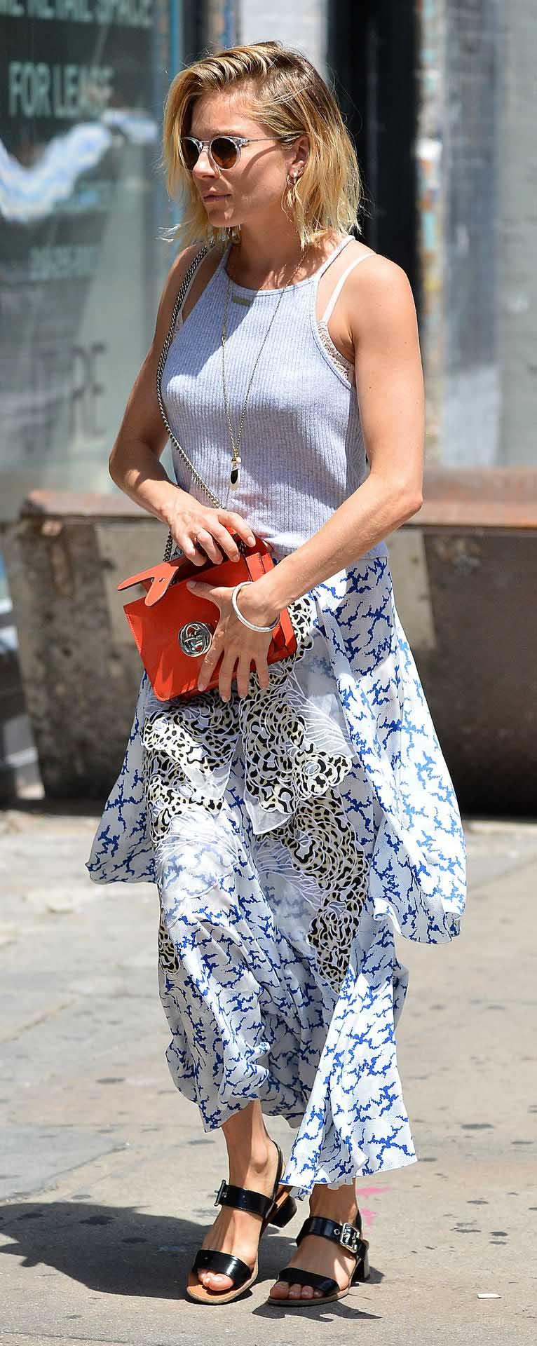 white-maxi-skirt-print-white-top-red-bag-black-shoe-sandals-sun-siennamiller-spring-summer-blonde-lunch.jpg