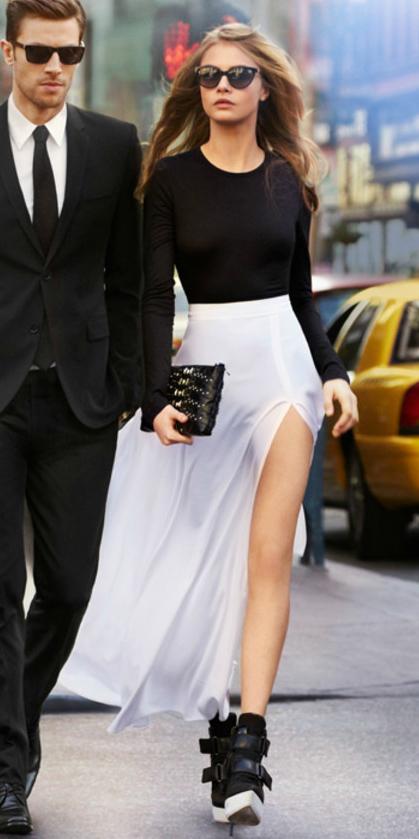 white-maxi-skirt-black-tee-sun-black-bag-clutch-howtowear-fashion-style-outfit-basic-fall-winter-black-shoe-booties-dinner-hairr-clutch.jpg
