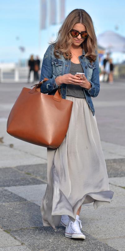 grayl-maxi-skirt-grayd-tee-blue-med-jacket-jean-white-shoe-sneakers-cognac-bag-tote-blonde-spring-summer-weekend.jpg