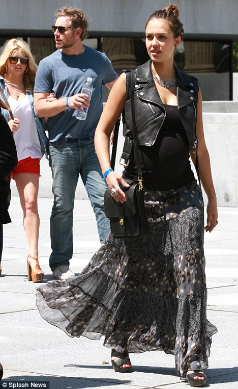 grayd-maxi-skirt-black-top-tank-black-vest-moto-necklace-bun-maternity-black-bag-black-shoe-sandalw-wear-style-fashion-spring-summer-floral-wedges-jessicaalba-brun-lunch.jpg