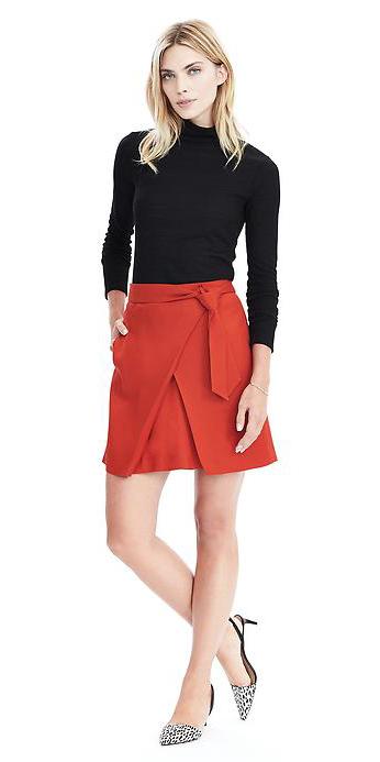 red-mini-skirt-black-tee-turtleneck-wear-style-fashion-fall-winter-white-shoe-pumps-office-blonde-work.jpg