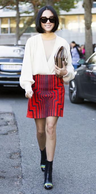 red-mini-skirt-white-top-blouse-sun-print-wear-style-fashion-fall-winter-black-shoe-booties-tan-bag-brun-dinner.jpg