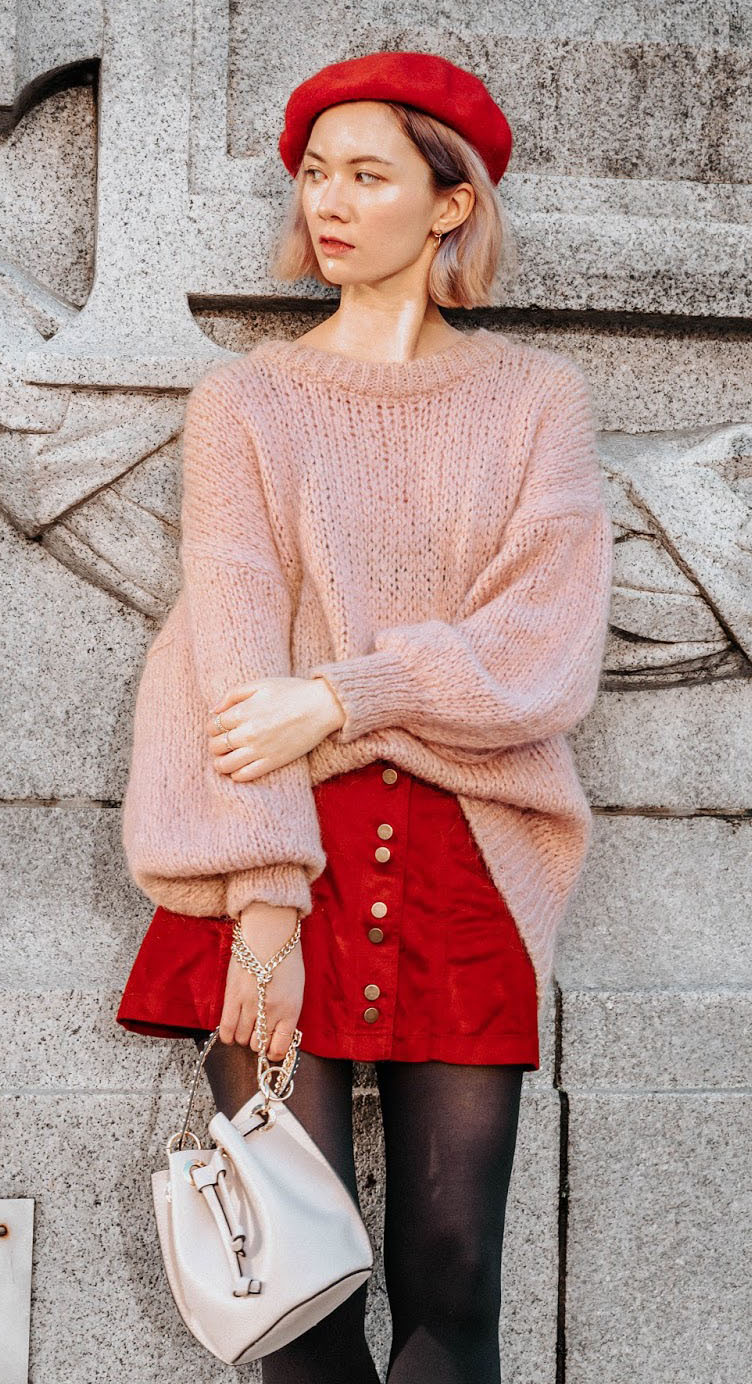 red-mini-skirt-black-tights-pink-light-sweater-beret-hat-blonde-bob-white-bag-howtowear-valentinesday-outfit-fall-winter-lunch.jpg