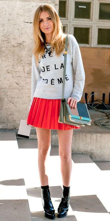 red-mini-skirt-pleated-grayl-sweater-sweatshirt-green-bag-black-shoe-booties-fall-winter-blonde-lunch.jpg