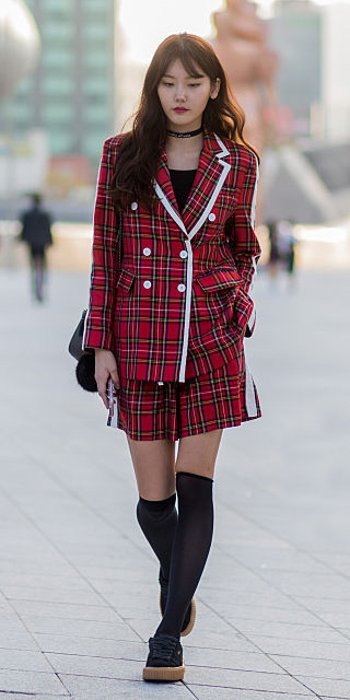 red-mini-skirt-plaid-suit-socks-black-shoe-sneakers-choker-asia-fashion-red-jacket-blazer-fall-winter-brun-lunch.jpg