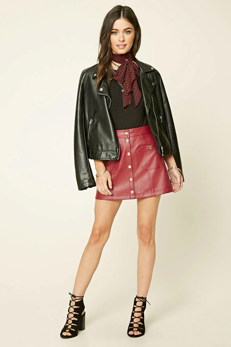 red-mini-skirt-black-tee-black-jacket-moto-red-scarf-neck-wear-style-fashion-fall-winter-button-black-shoe-sandalh-brun-lunch.jpg