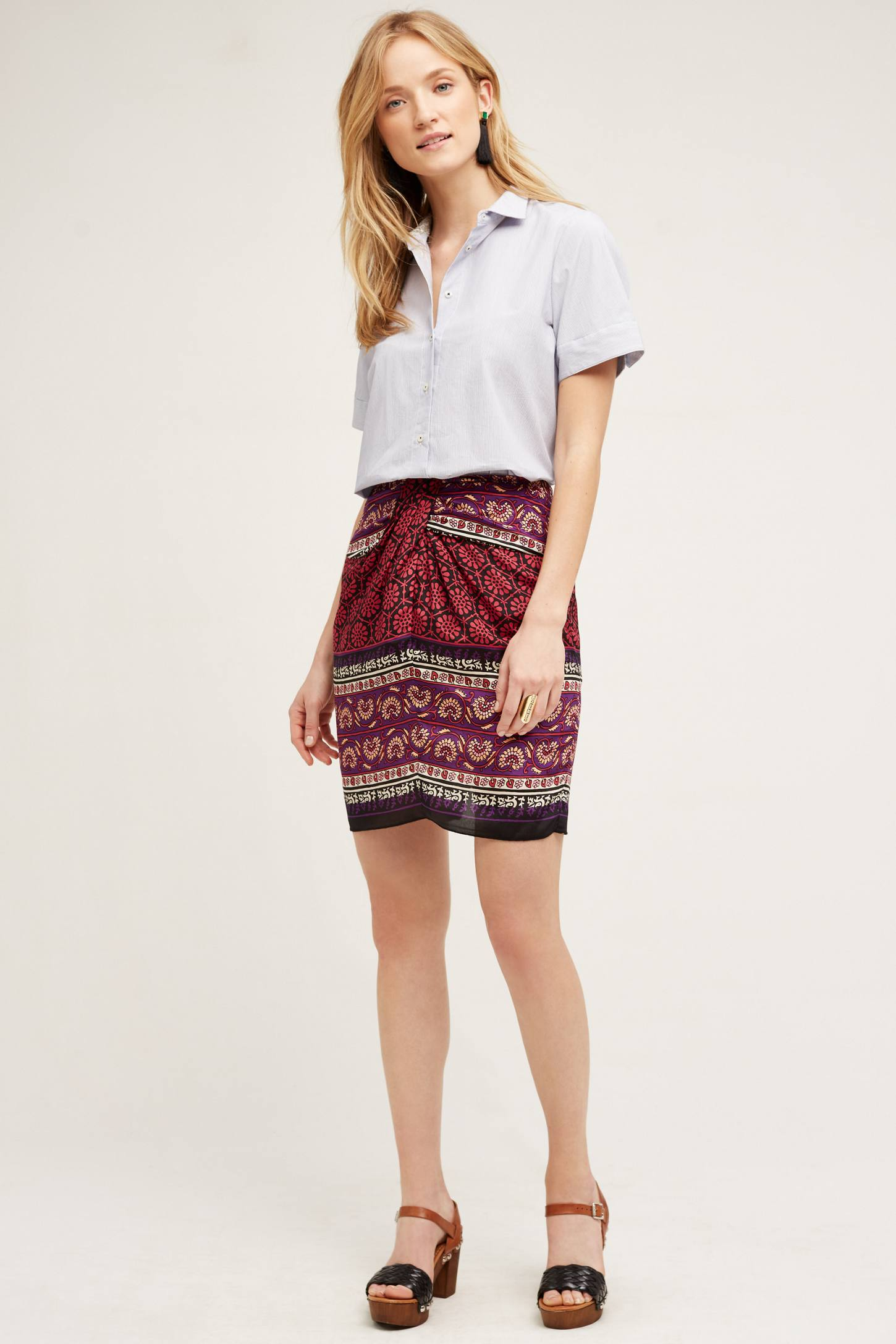 r-burgundy-mini-skirt-white-top-studs-wear-style-fashion-spring-summer-print-cognac-shoe-sandalh-blonde-lunch.jpg
