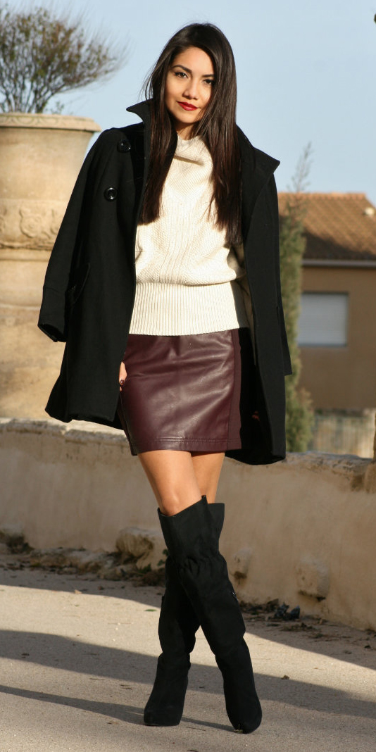 r-burgundy-mini-skirt-white-sweater-black-jacket-coat-howtowear-fashion-style-outfit-fall-winter-slouchy-knee-black-shoe-boots-brun-dinner.jpg