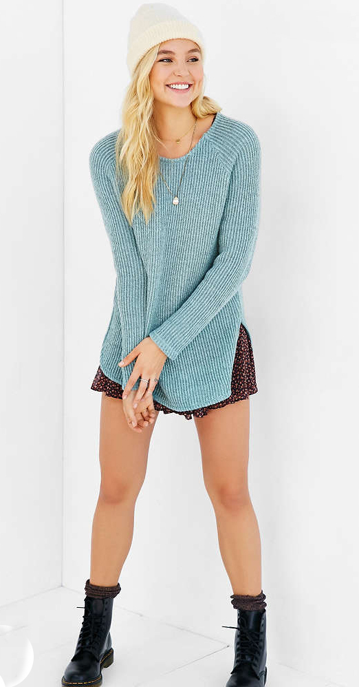 r-burgundy-mini-skirt-blue-light-sweater-necklace-socks-floral-print-wear-style-fashion-fall-winter-beanie-black-shoe-booties-blonde-weekend.jpg