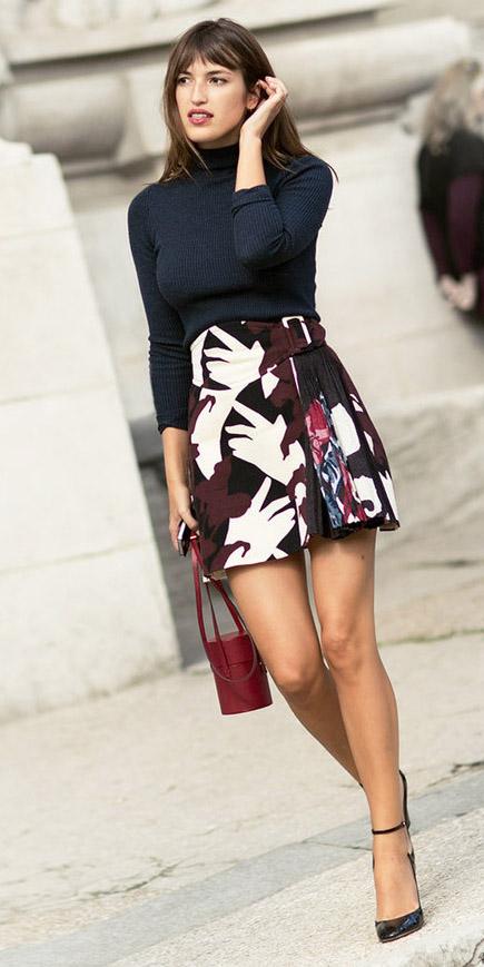 burgundy-mini-skirt-print-black-sweater-turtleneck-black-shoe-pumps-red-bag-fall-winter-hairr-dinner.jpg