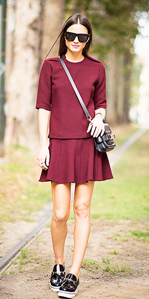 burgundy-mini-skirt-burgundy-sweater-black-bag-black-shoe-brogues-sun-fall-winter-brun-weekend.jpg