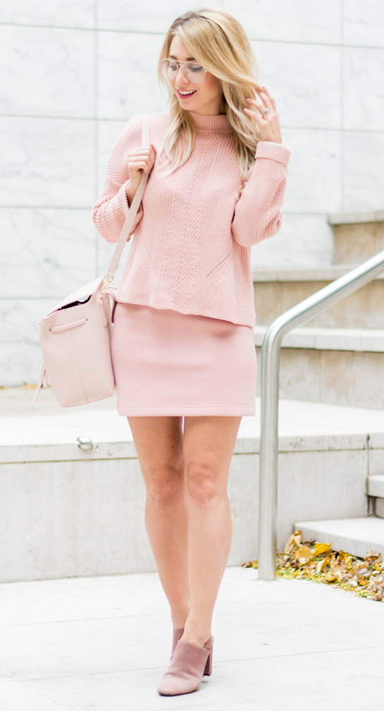 r-pink-light-mini-skirt-pink-light-sweater-pink-shoe-sandalh-turtleneck-pink-bag-mono-howtowear-fashion-style-outfit-spring-summer-blonde-lunch.jpg