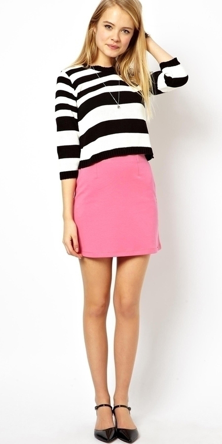 pink-magenta-mini-skirt-black-top-stripe-blonde-black-shoe-pumps-spring-summer-lunch.jpg