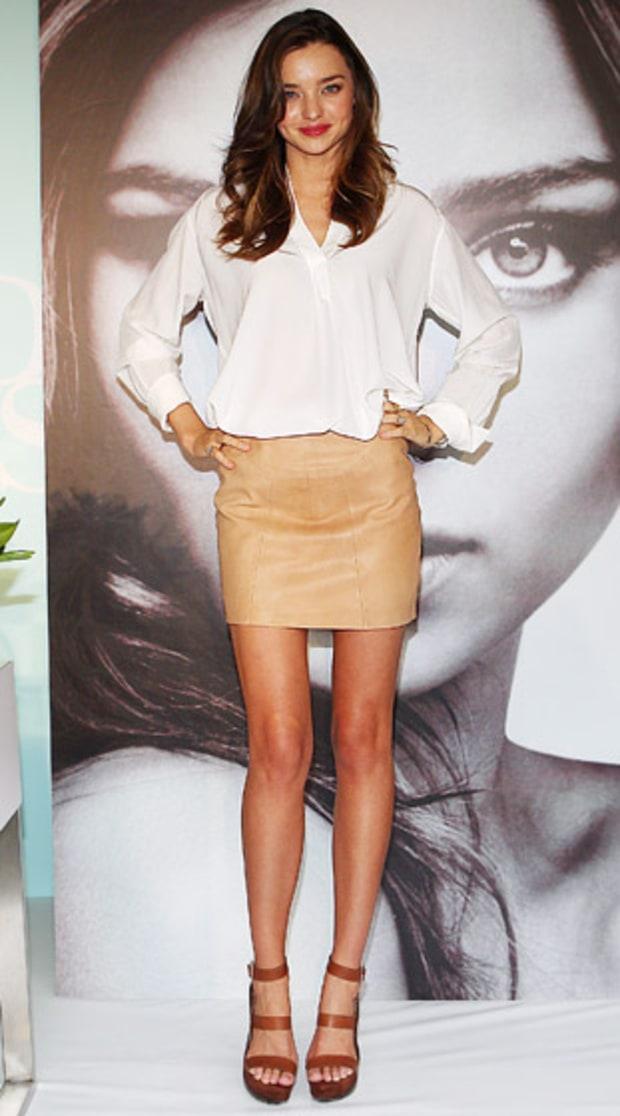 o-tan-mini-skirt-white-top-blouse-mirandakerr-wear-style-fashion-spring-summer-cognac-shoe-sandalw-model-celebrity-hairr-classic-lunch.jpg