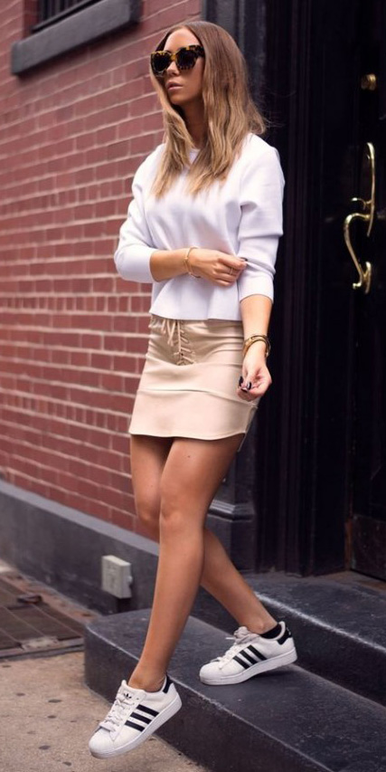 o-tan-mini-skirt-white-sweater-white-shoe-sneakers-sun-howtowear-fashion-style-outfit-spring-summer-blonde-weekend.jpg