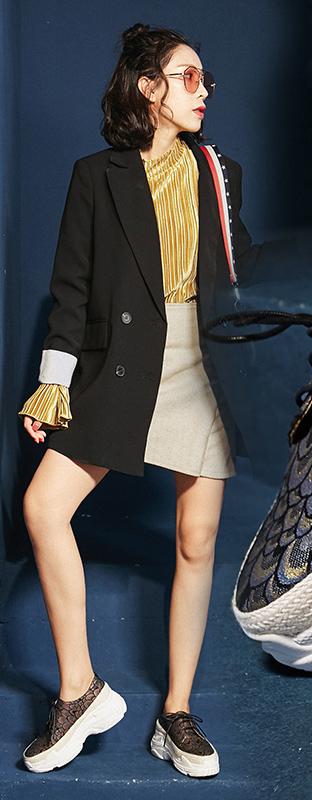 tan-mini-skirt-yellow-top-blouse-black-jacket-blazer-boyfriend-brun-sun-brown-shoe-sneakers-fall-winter-lunch.jpg