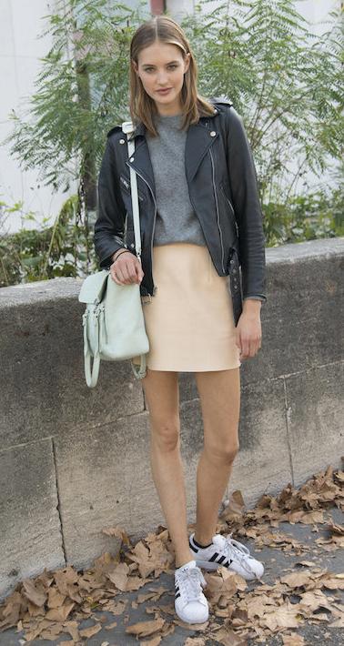 o-tan-mini-skirt-grayl-sweater-black-jacket-moto-white-bag-white-shoe-sneakers-howtowear-fashion-style-outfit-spring-summer-hairr-weekend.jpg