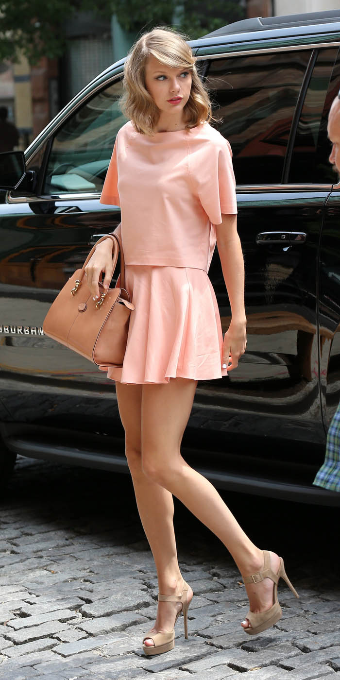 peach-mini-skirt-o-peach-top-tan-bag-hand-tan-shoe-sandalh-wear-style-fashion-spring-summer-taylorswift-match-newyork-blonde-lunch.jpg