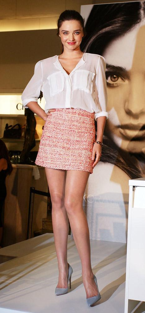 peach-mini-skirt-tweed-white-top-blouse-spring-summer-mirandakerr-hairr-lunch.jpg