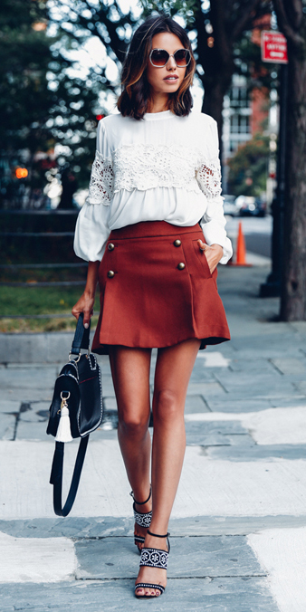 o-brown-mini-skirt-white-top-blouse-peasant-sun-black-bag-wear-style-fashion-spring-summer-black-shoe-sandalh-streetstyle-brun-lunch.jpg