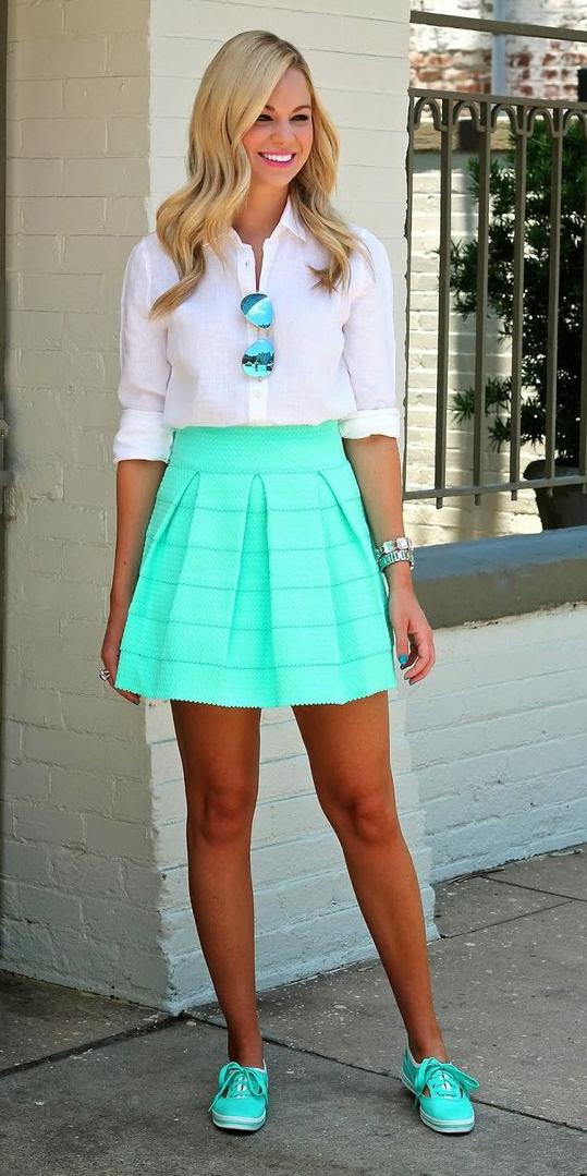 green-light-mini-skirt-white-collared-shirt-wear-style-fashion-spring-summer-sun-green-shoe-sneakers-blonde-lunch.jpg