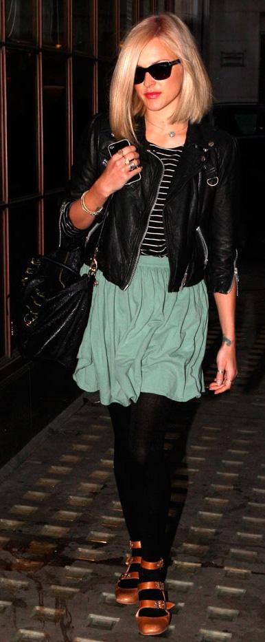 green-light-mini-skirt-black-tee-stripe-wear-style-fashion-fall-winter-black-tights-black-bag-sun-black-jacket-moto-strap-cognac-shoe-flats-fearnecotton-blonde-lunch.jpg