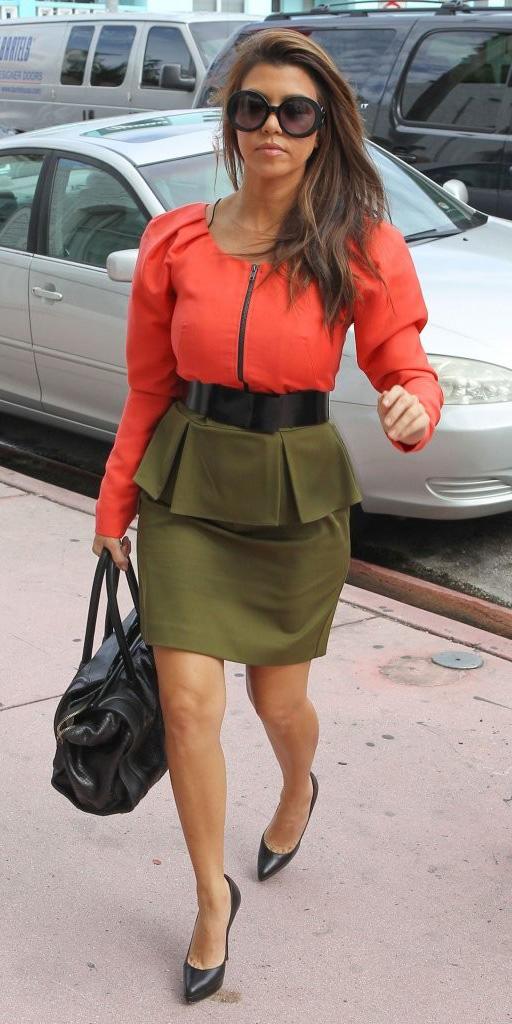 green-olive-mini-skirt-orange-top-belt-black-bag-black-shoe-pumps-sun-kourtneykardashian-fall-winter-brun-lunch.jpg