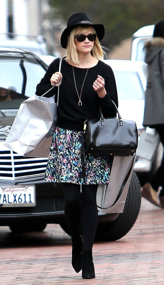 green-emerald-mini-skirt-print-necklace-pend-black-sweater-black-bag-black-tights-hat-sun-reesewitherspoon-howtowear-style-fall-winter-blonde-lunch.jpg