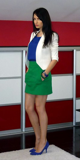 green-emerald-mini-skirt-blue-navy-top-cobalt-white-jacket-blazer-blue-shoe-pumps-spring-summer-brun-dinner.jpg