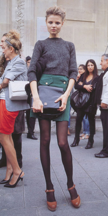green-dark-mini-skirt-grayd-sweater-black-bag-black-tights-cognac-shoe-pumps-bun-fall-winter-blonde-lunch.jpg