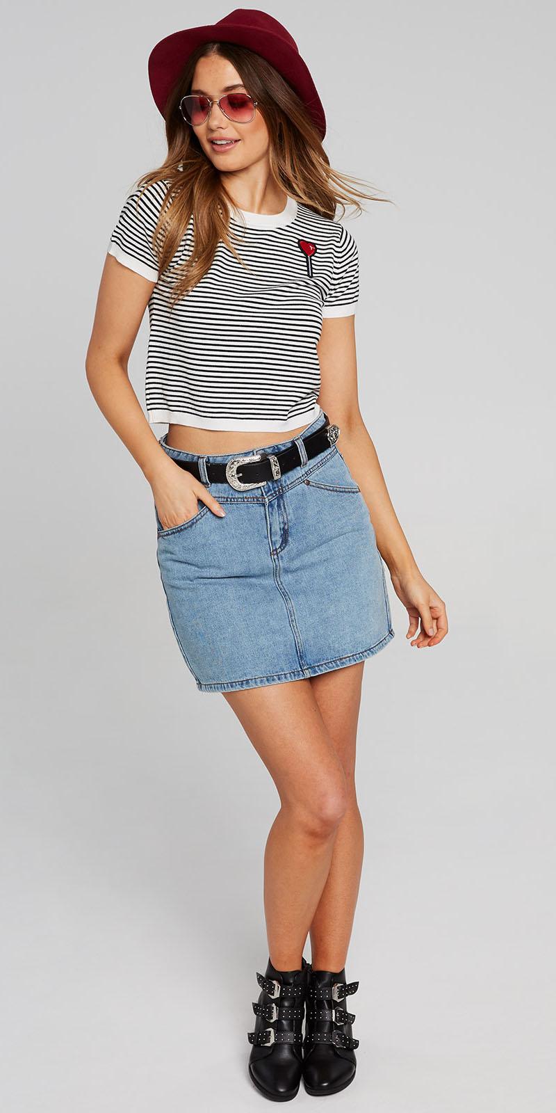 blue-light-mini-skirt-denim-belt-black-tee-stripe-hat-sun-black-shoe-booties-fall-winter-hairr-lunch.jpg