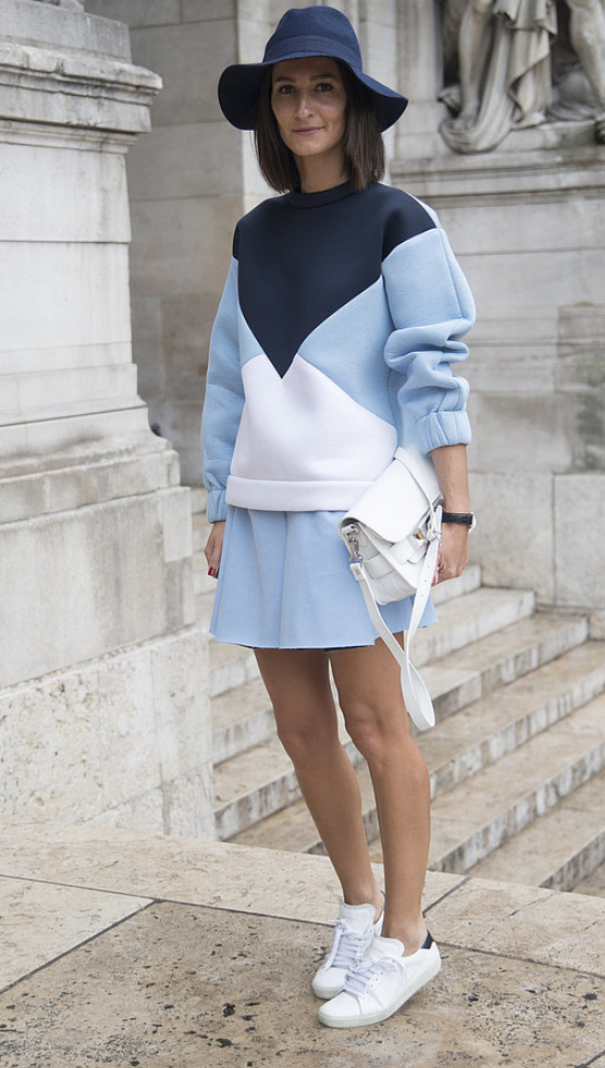 blue-light-mini-skirt-blue-light-sweater-howtowear-fashion-style-outfit-spring-summer-pastel-match-crossbody-white-bag-white-shoe-sneakers-hat-brun-weekend.jpg