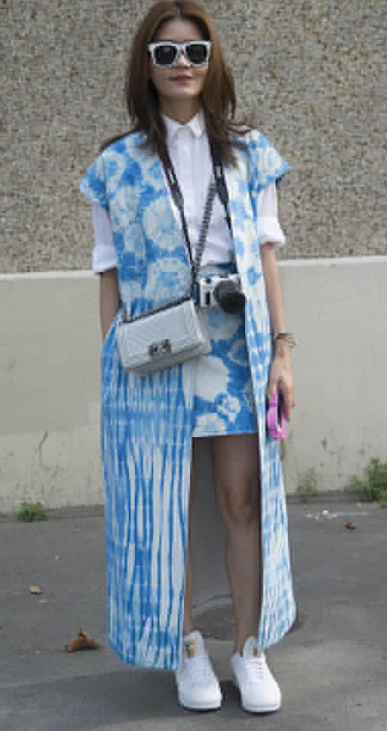 blue-light-mini-skirt-white-collared-shirt-blue-light-vest-sun-white-bag-white-shoe-sneakers-howtowear-fashion-style-outfit-spring-summer-brun-weekend.jpg