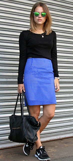 blue-med-mini-skirt-black-tee-sun-black-bag-wear-style-fashion-spring-summer-black-shoe-sneakers-adidas-blogger-streetsyle-blonde-weekend.jpg