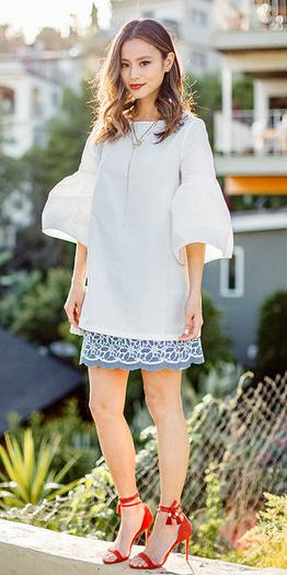 blue-med-mini-skirt-white-top-bellsleeve-jamiechung-wear-style-fashion-spring-summer-red-shoe-sandalh-necklace-brun-dinner.jpg