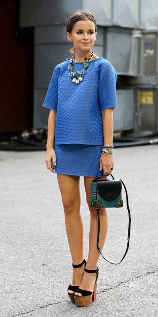 blue-med-mini-skirt-blue-med-top-matchset-necklace-pony-green-bag-black-shoe-sandalh-platforms-fall-winter-brun-lunch.jpg