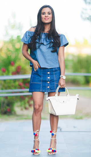 blue-med-mini-skirt-blue-med-top-offshoulder-button-white-bag-white-shoe-sandalh-pompom-howtowear-fashion-style-outfit-brun-spring-summer-lunch.jpg