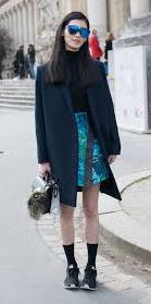 blue-med-mini-skirt-black-sweater-blue-navy-jacket-coat-sun-howtowear-fashion-style-outfit-fall-winter-socks-black-shoe-sneakers-turtleneck-model-street-brun-lunch.jpg