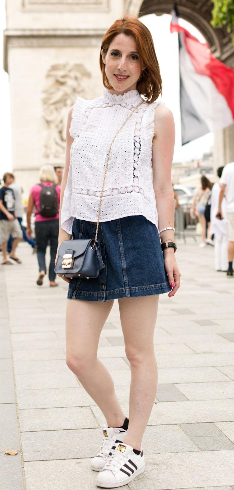 blue-navy-mini-skirt-white-top-black-bag-white-shoe-sneakers-spring-summer-hairr-weekend.jpg